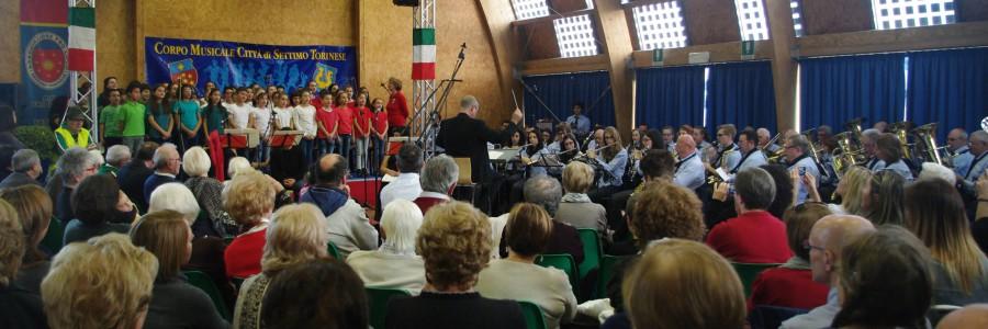 """Il Corpo Musicale di Settimo Torinese esegue """"La Grande Guerra"""" con il coro di bambini"""